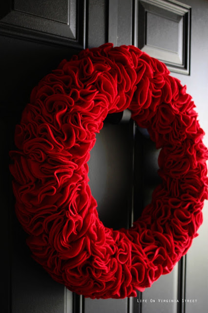 Felt wreath in red.