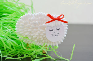Gorgeous q-tip lamb craft for kids.