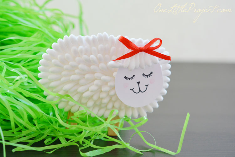 Gorgeous q-tip lamb craft for kids.
