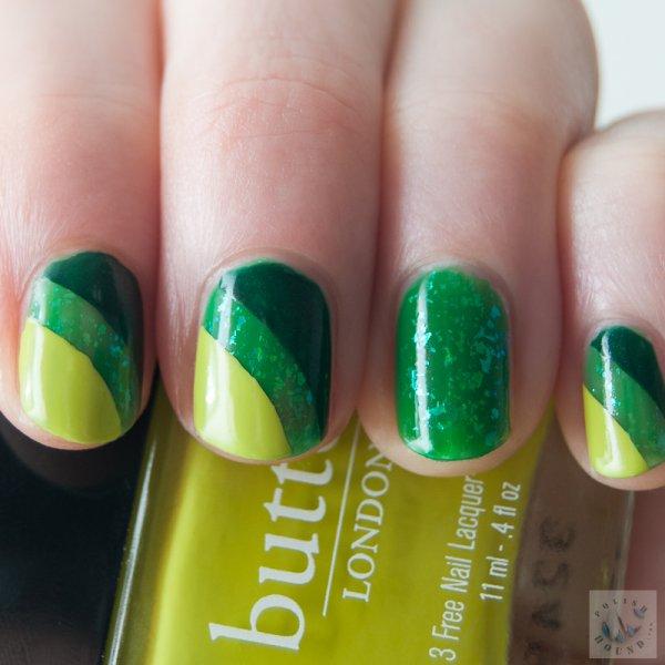 Green stripes nails.