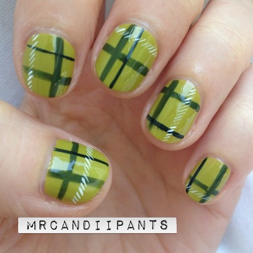 Plaid nails in green.