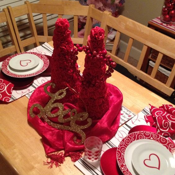 Stunning Valentine's day table decoration.