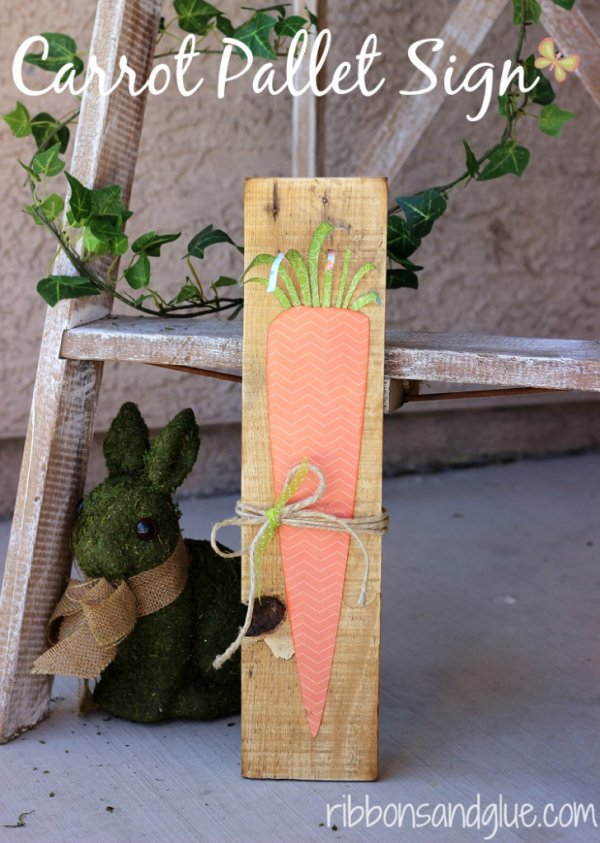 Awesome carrot pallet sign board for porch decor.