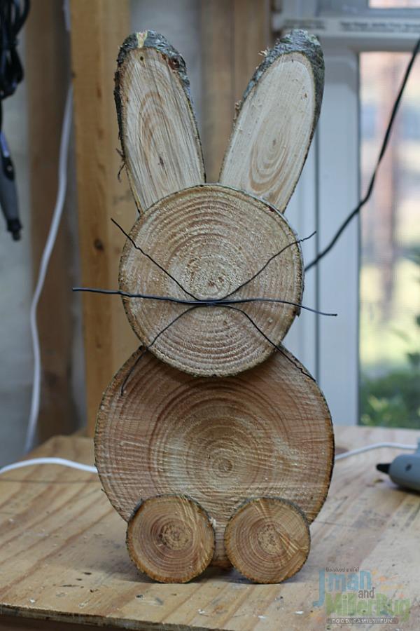 Diy wooden bunny for outdoor decor.