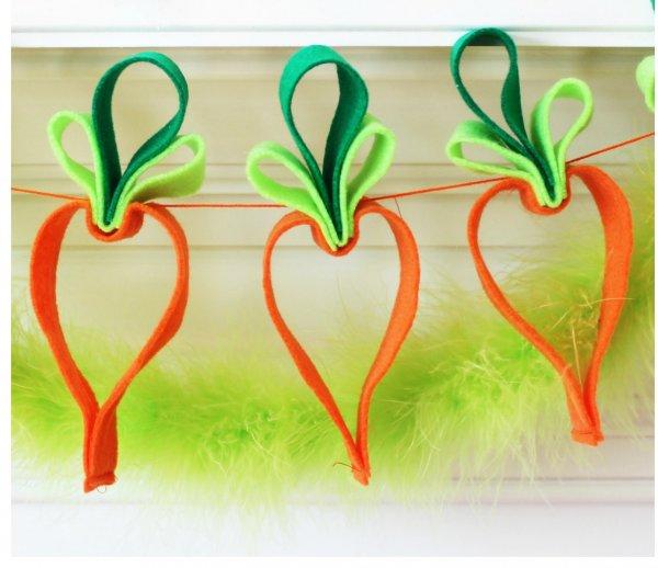 Easy felt carrot garland.