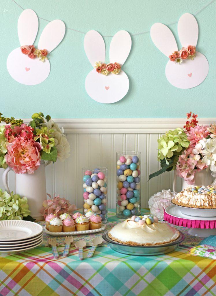 Floral bunny banner for Easter.