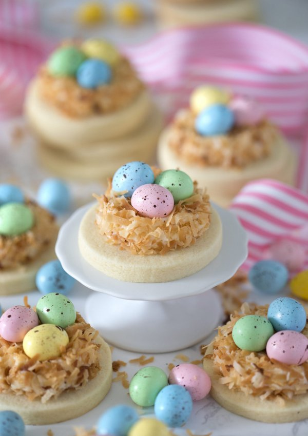 Nest cookies for easter.