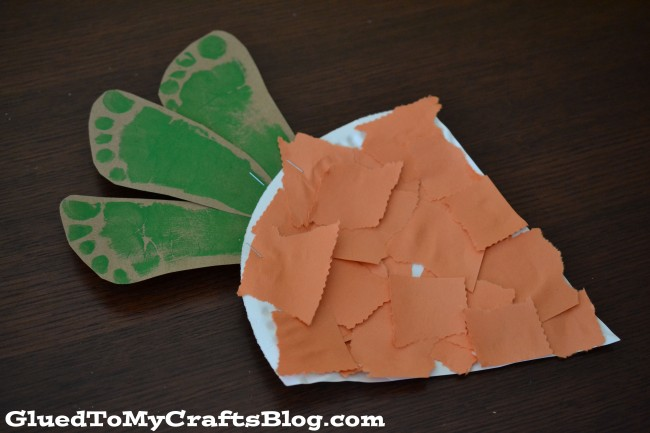 Paper plate carrot craft for toddler.