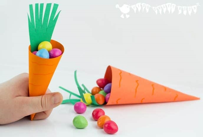 Pretty carrot easter baskets.