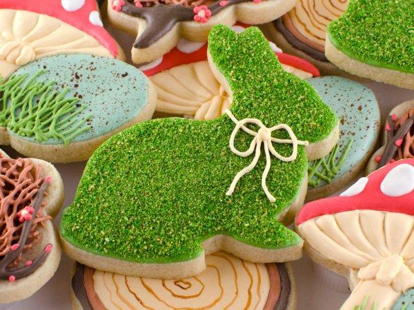 Realistic moss cookies.