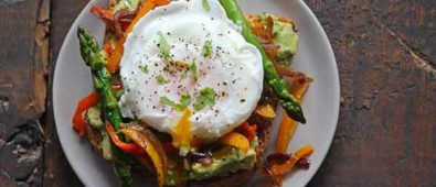 Smashed avocado toast recipe with veggies for brunch.