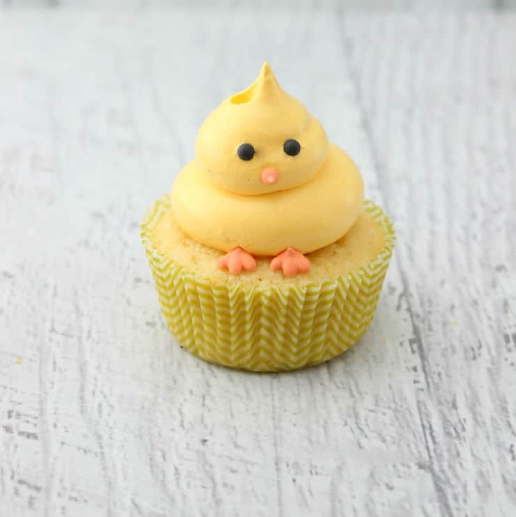 Chick cupcake for Easter in lemon favour.