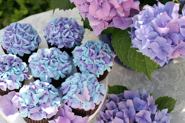 Hydrangea cupcakes for spring.