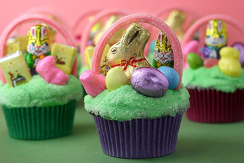 Mini Easter basket cupcakes.