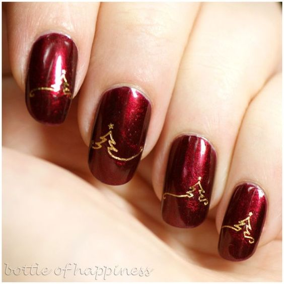 Attractive Christmas party nails.