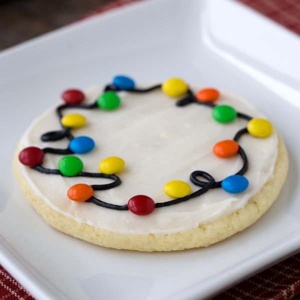 Colorful Christmas light cookies.