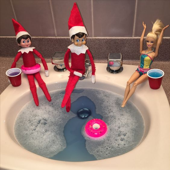 Elf on the shelf hot tubbin with Barbie.
