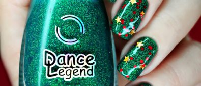 Fabulous Christmas tree nails.