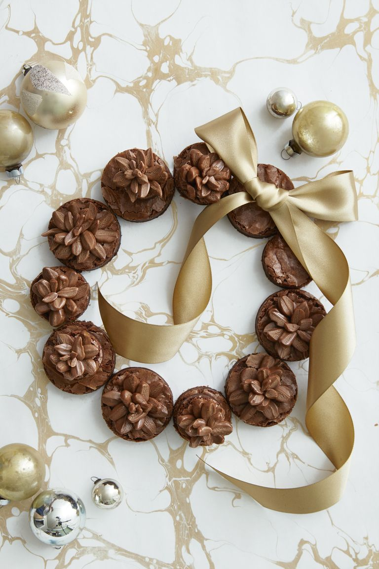 Pinecone brownie wreath.