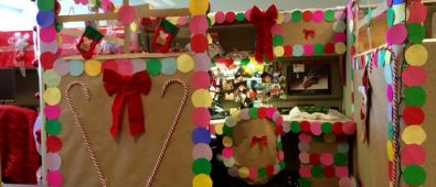 Rocking gingerbread house cubicle decoration.