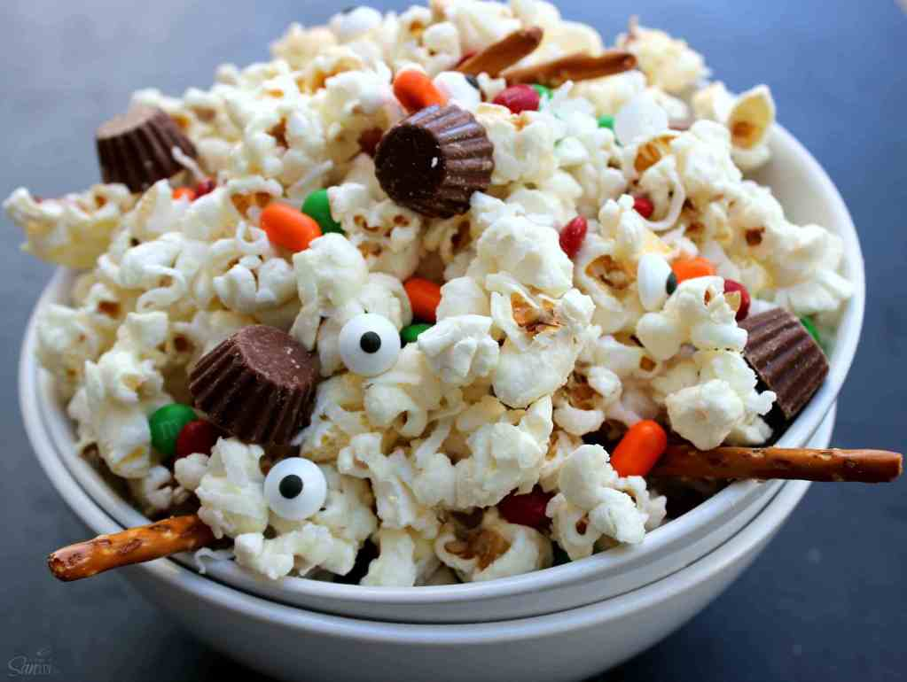 Deconstructed snowman popcorn.
