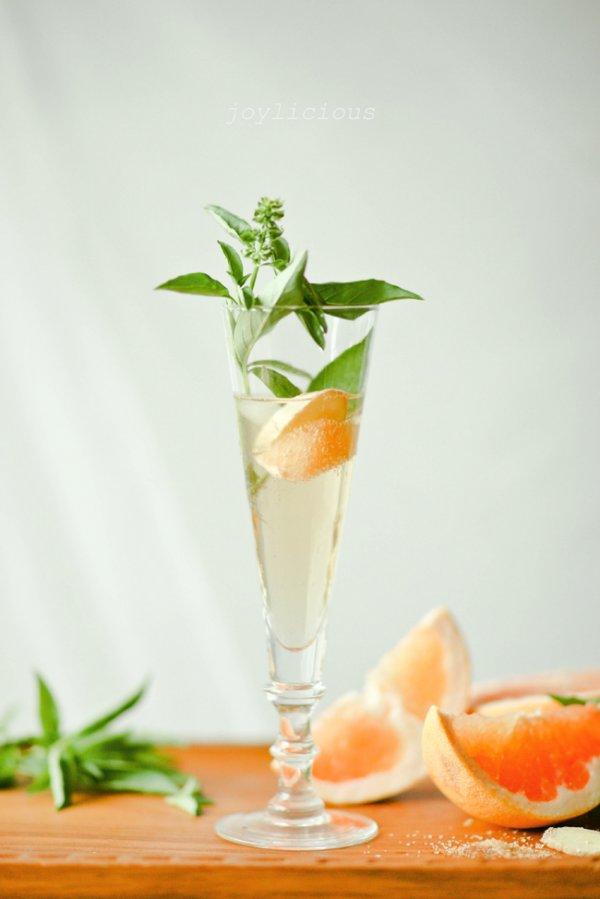 Ginger basil grapefruit spritzer.