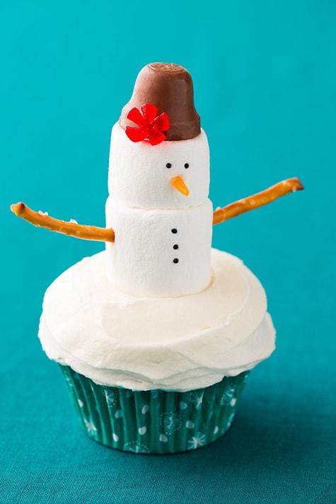 Pretty marshmallow snowman cupcake.