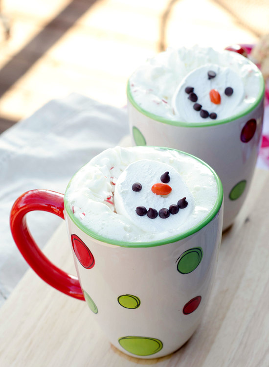 Slow cooker snowman hot chocolate.