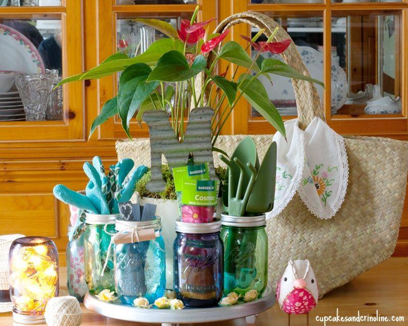 Amazing mason jar gardening gifts for mom.