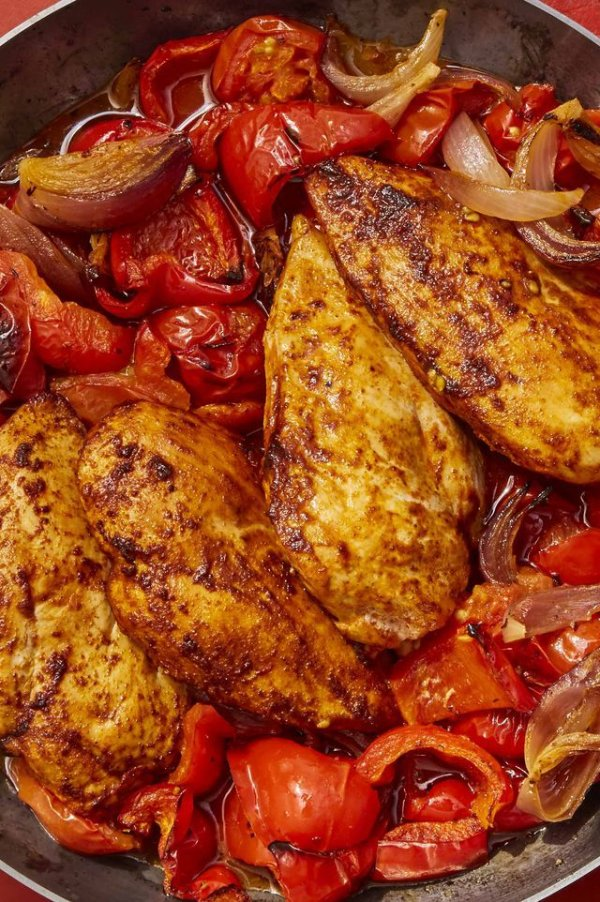 Chicken with peppers and tomatoes.