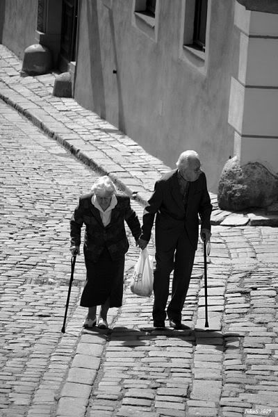 Hold hands and walk together.