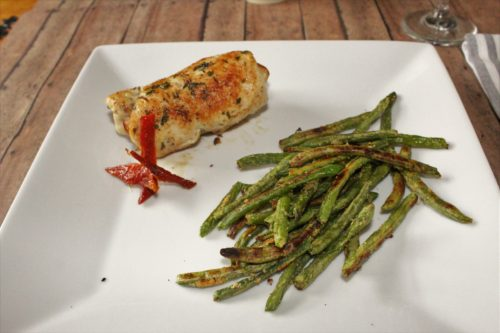 Stuffed chicken breast with green beans.