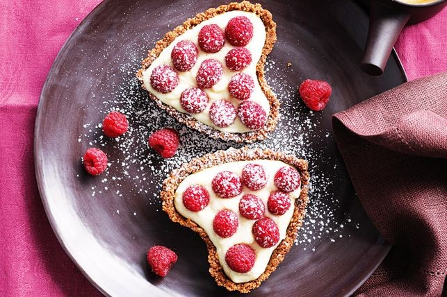 White chocolate cream heart tarts.