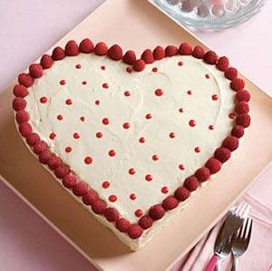 White chocolate sweetheart cake.